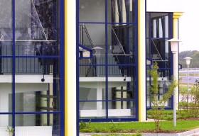 Detailaufnahme der Säulen und Treppenhäuser
