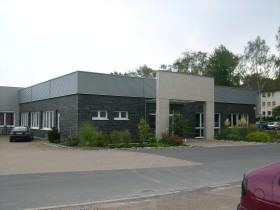 Blick auf Bürogebäude einer Spedition aus einem anderem Winkel